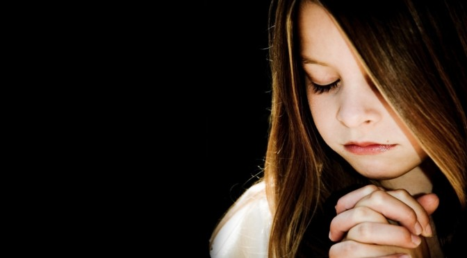 child_praying-wallpaper-1024x768